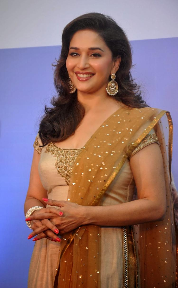 Madhuri Very Cool And Sizzling Pic At Sanofi's Diabetes Awareness Event