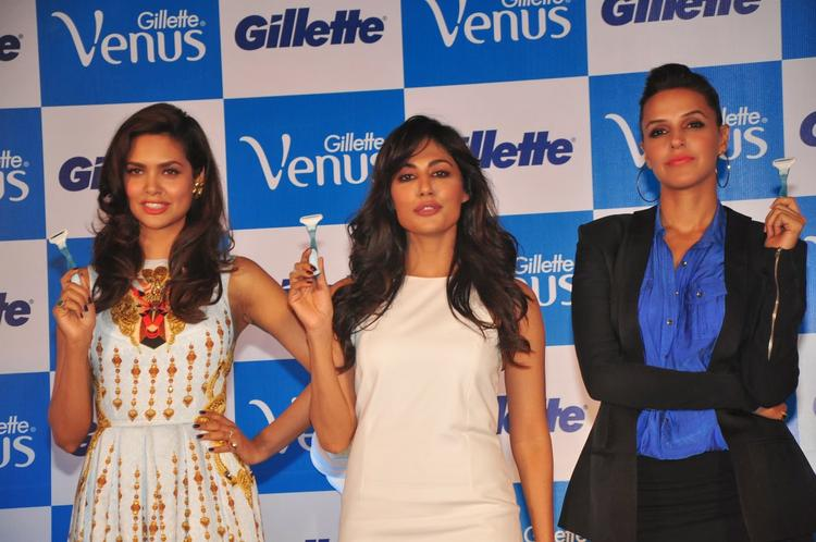 Bollywood Sexy Ladies Pose With Gillette Venus Razor For It's Launch