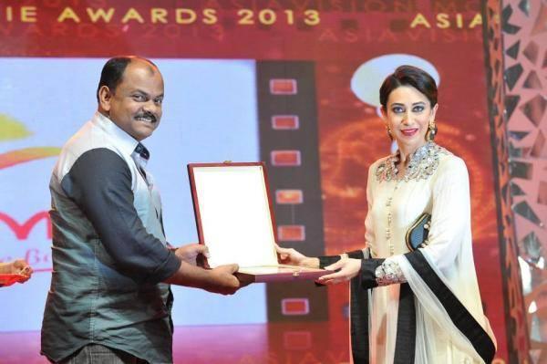 The Gorgeous Karishma Kapoor At Asiavision Awards 2013