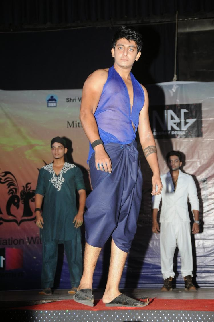 A Model Graced On Ramp During The Promotion Of Heartless Movie At Mithibai College Festival
