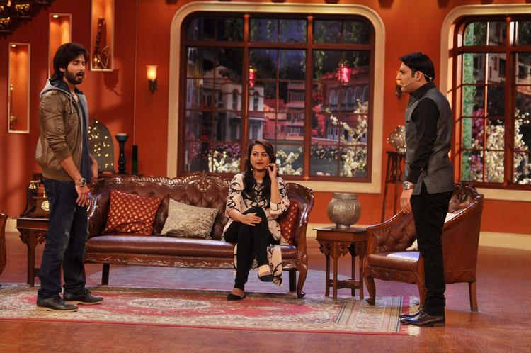 Kapil Fun With Shahid At Comedy Nights With Kapil Show