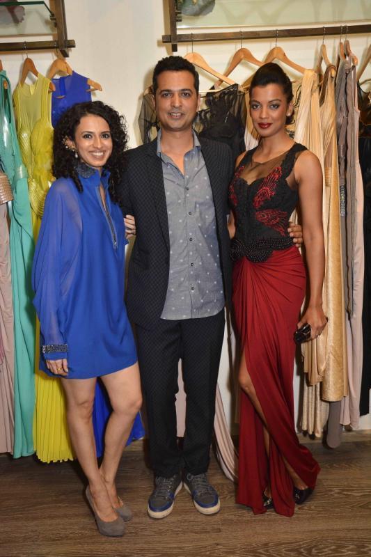 Aparna Badlani And Mugdha Godse Strike Pose At Amit Agarwal Collection Preview Event