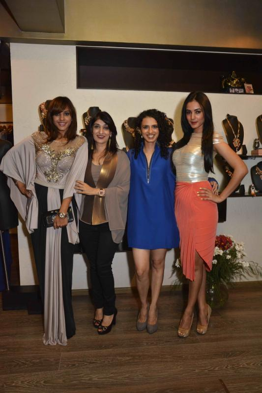 Manasi Scott,Aparna Badlani And Sonal Chauhan Clicked At Amit Agarwal Collection Preview Event