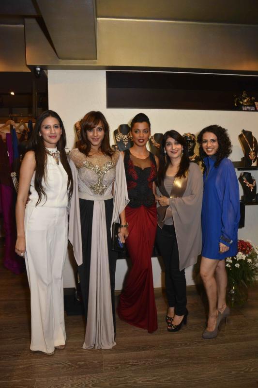 Manasi Scott,Mugdha Godse And Aparna Badlani Posed For Camera At Amit Agarwal Collection Preview Event