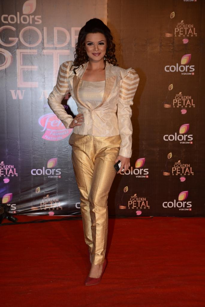 Aashka Goradia Fashionable Look In Red Carpet At Colors TV 3rd Golden Petal Awards 2013