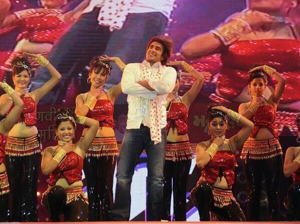 Ranveer Singh Performed On Stage At SAIFAI Mahotsav 2014