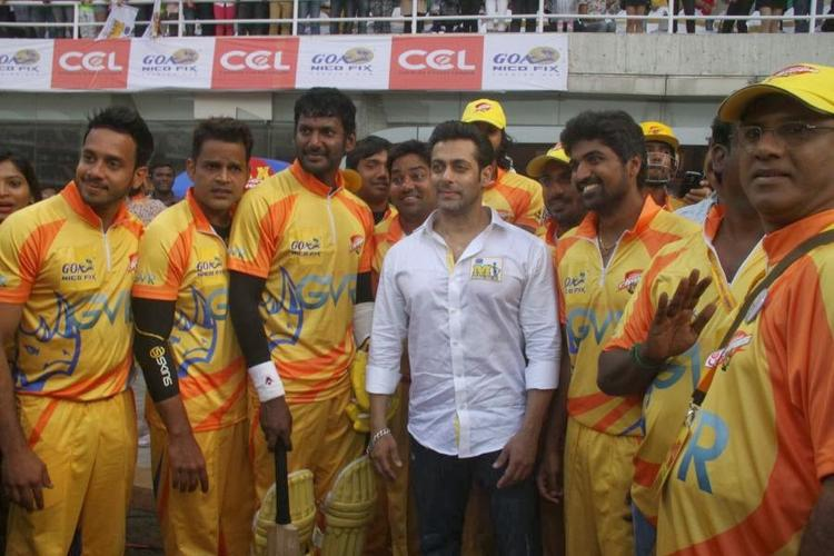 Salman Khan Photo Shoot With Chennai Rhinos At CCL Opening Event