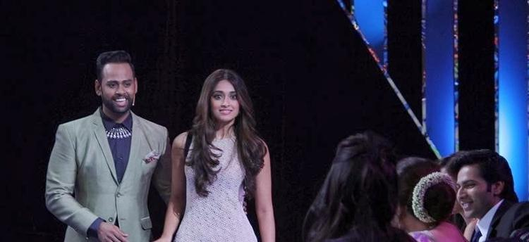 VJ Andy And Ileana D'Cruz During The Promotion Of Main Tera Hero On The Sets Of India's Got Talent