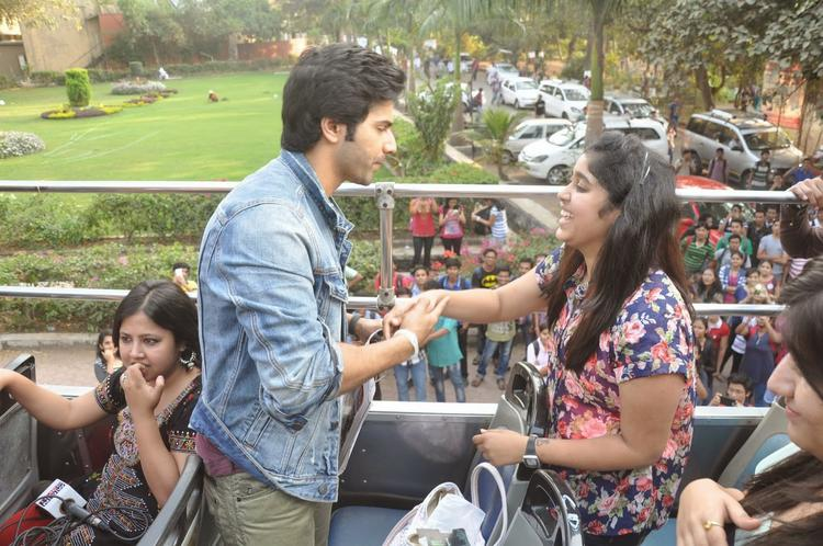 Varun Dhawan Shakes His Hand With A Fan During The Promotion Of Main Tera Hero On Bus Ride
