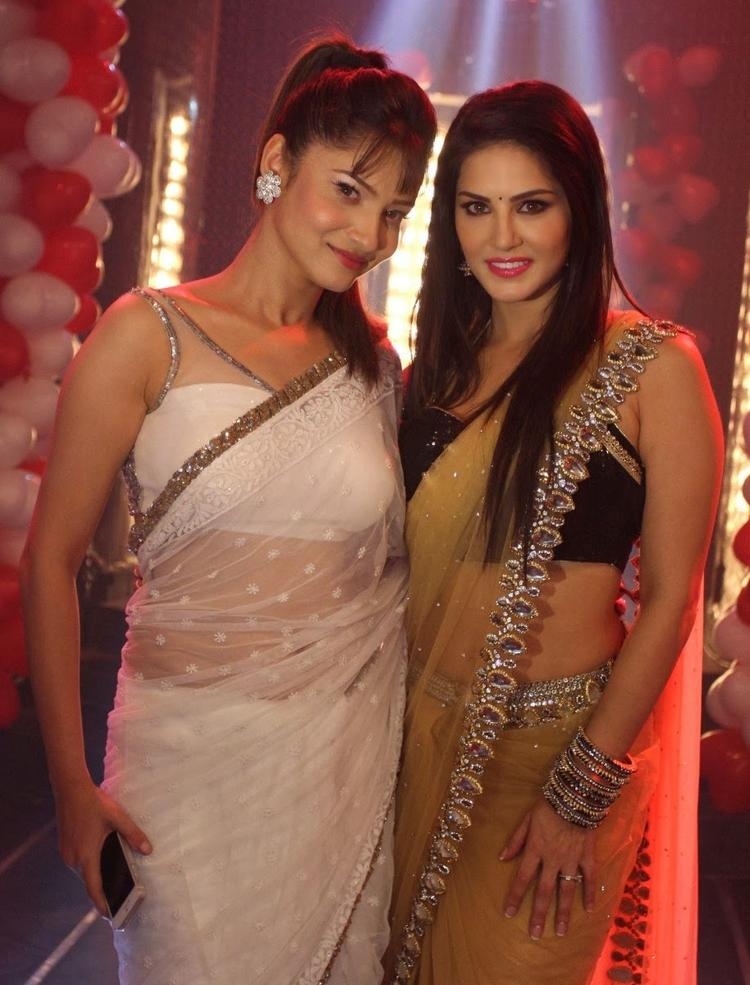 Ankita Lokhande And Sunny Leone Hot Pose For Camera During The Promotion Of Ragini MMS 2 On The Sets Of Pavitra Rishta