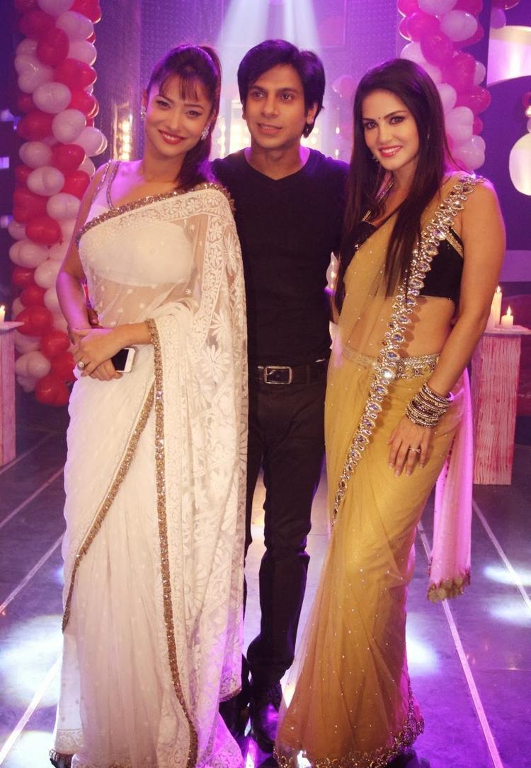 Ankita,Karan And Sunny Leone Strike A Pose During The Promotion Of Ragini MMS 2 On The Sets Of Pavitra Rishta