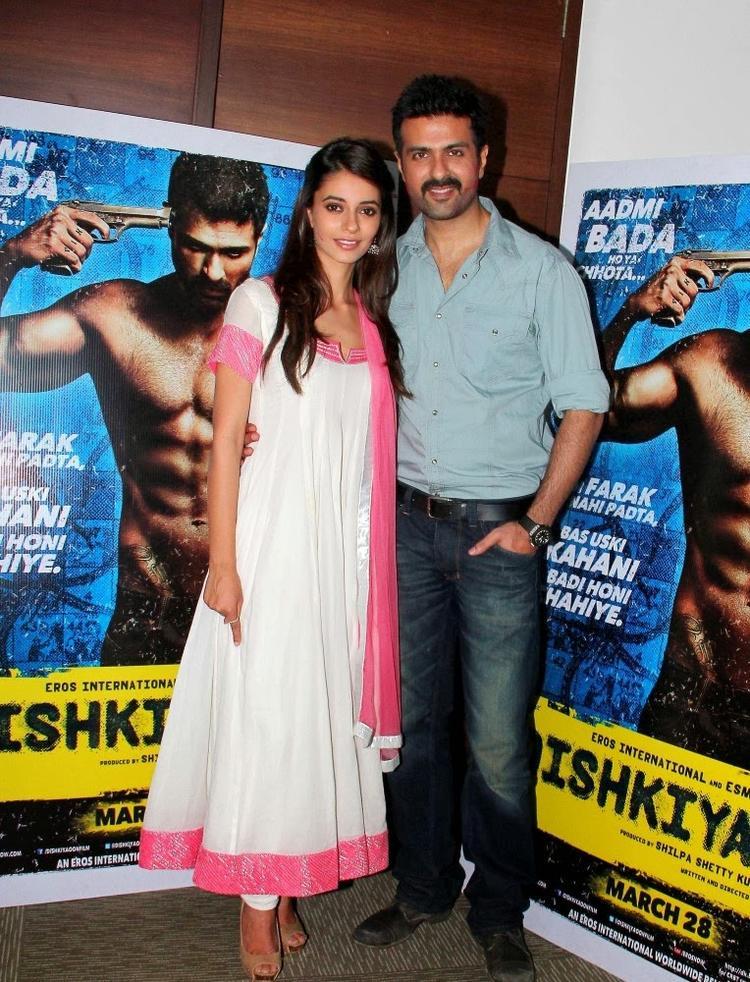 Ayesha And Harman Promoting Their Movie Dishkiyaoon With Playing Holi