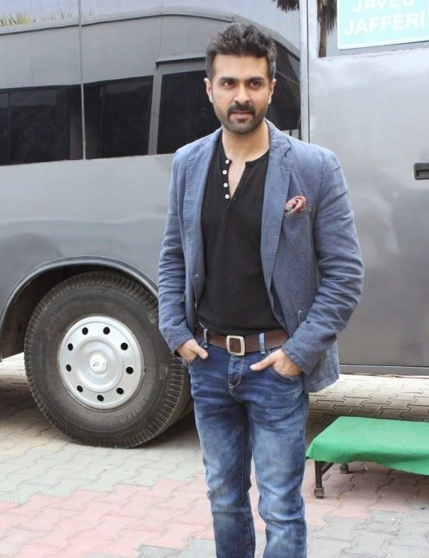Harman Baweja Strikes A Pose During The Promotion Of Film Dishkiyaoon On The Sets Of Boogie Woogie