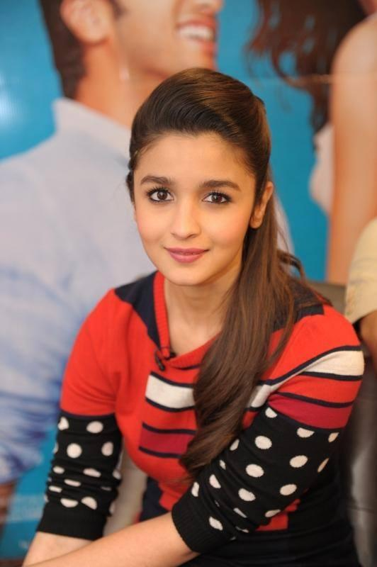 Alia Bhatt Looks Stunning And Sweet At London For 2 States Promotion