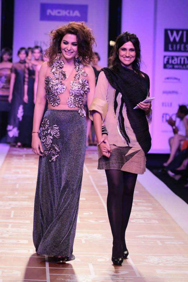 Ankita Shorey Walks On Ramp With Designer Rina Dhaka At WLIFW Autumn Winter 2014