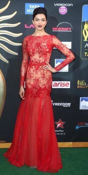 Deepika Padukone Gorgeous Look In Green Carpet At The 15th IIFA 2014 Awards