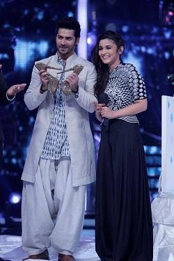 Alia And Varun On Jhalak Dikhhla Jaa 7 Grand Premiere For HSKD Promote
