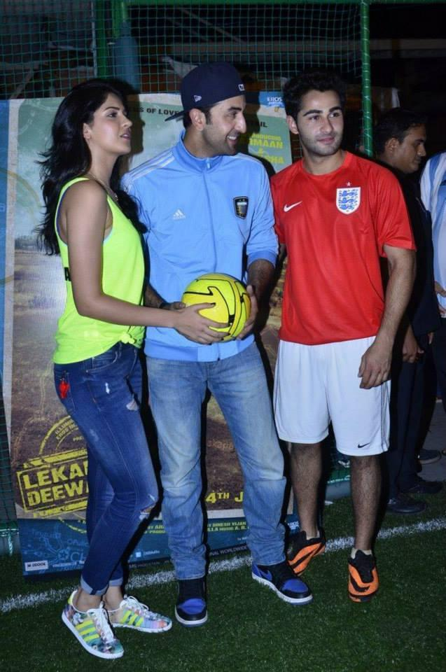 Deeksha,Ranbir And Armaan Cool Pose At The Promotion Of Lekar Hum Deewana Dil Movie