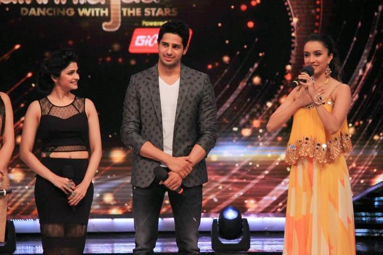 Shraddha Kapoor Singing Teri Galiyan Song On Jhalak Dikhhla Jaa 7 Stage