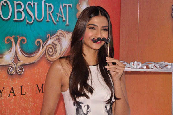 The Actress Sonam Kapoor Went To Pose With The Different Props At The Event