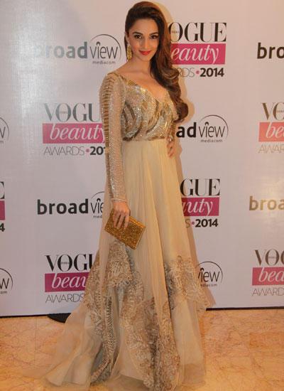 Kiara Advani Flaunts Her Hair For Camera At Vogue Beauty Awards 2014