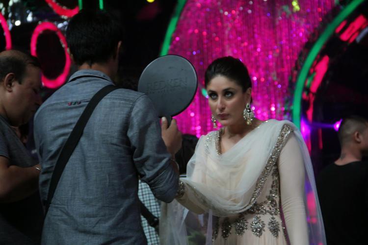 Kareena Kapoor Khan Take Make Up On The Sets Of Jhalak Dikhhla Jaa 7