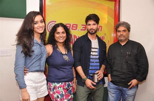 Shraddha,Shahid And Vishal Promote Haider At Radio Mirchi 98.3 FM