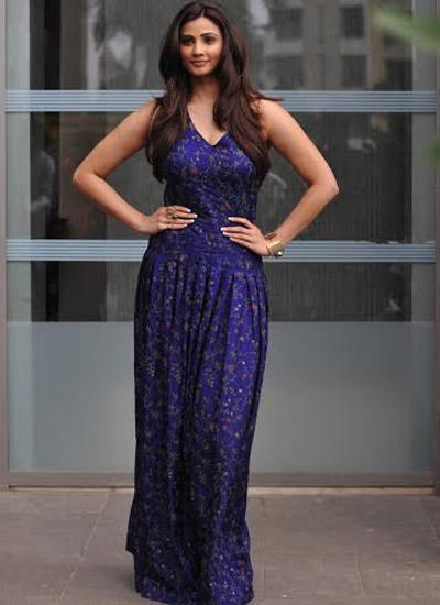 Daisy Shah Posing For Shutterbug At Day 2 Of LFW Winter Festive 2014