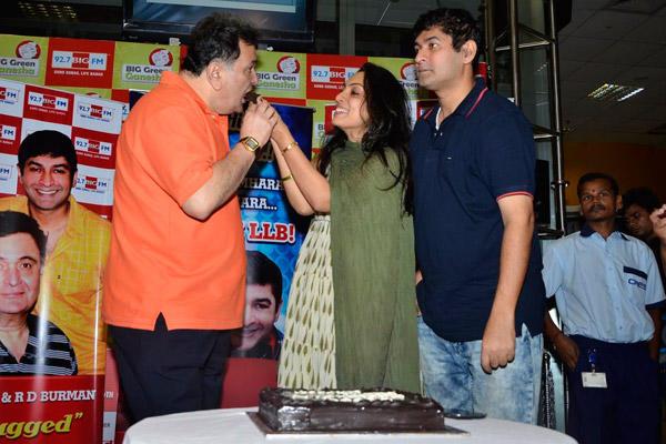 Rishi Kapoor Enjoyed His Birthday At 92.7 Big FM Station In Mumbai