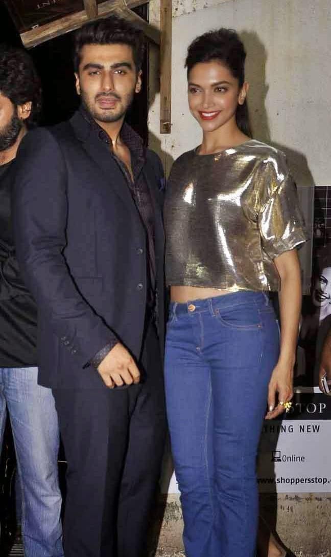 Arjun Kapoor And Deepika Padukone Posed At The Screening Of Finding Fanny Hosted By Homi Adjania