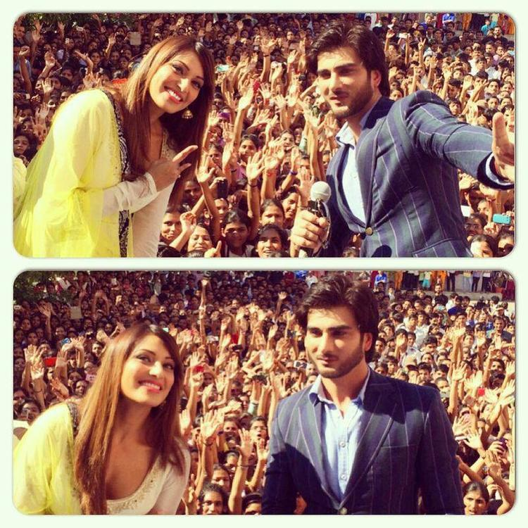 Bipasha Basu And Imran Abbas Naqvi Taking A Selfie With Crowd At Jaipur During The Promotion Of Creature 3D Movie