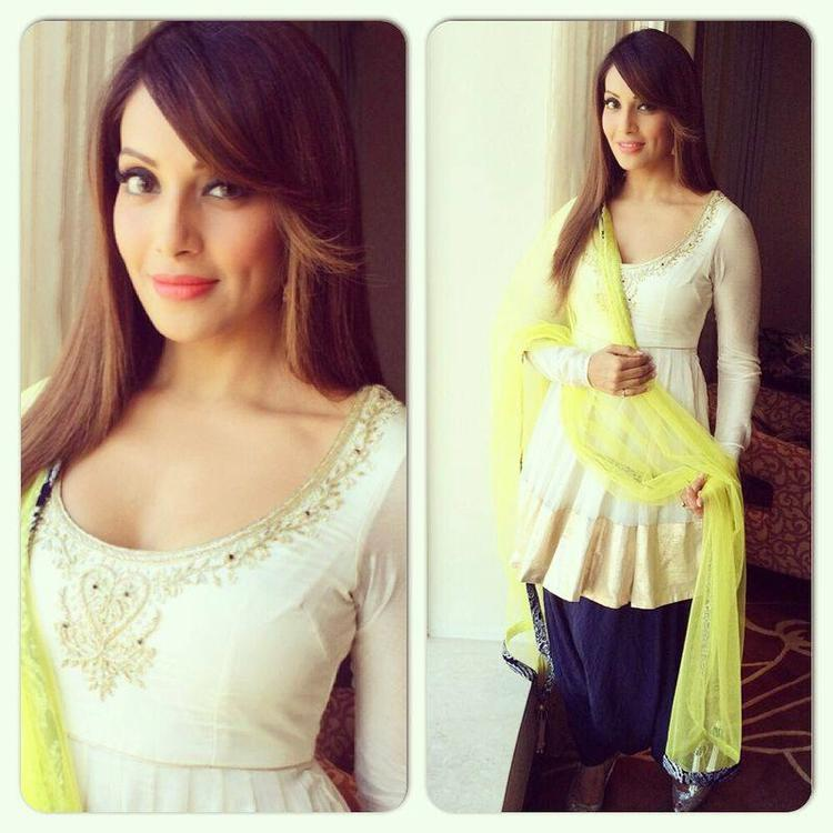 Bipasha Basu Looked Amazing In Payal Singhal Yellow Outfit