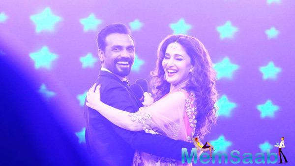 Remo D'Souza And Madhuri Dixit Cool Dance At The Grand Finale Of Jhalak Dikhhla Jaa 7