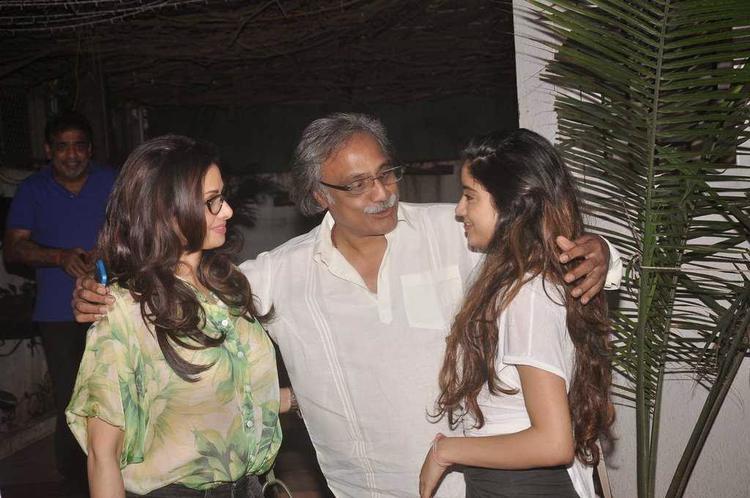 Sridevi Kapoor And Jhanvi Kapoor Present At The Screening Of Tapaal Movie