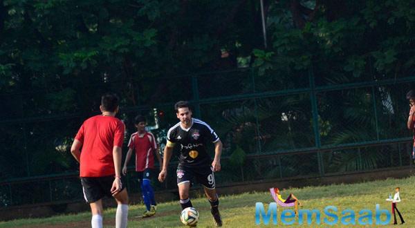 Dino Morea Playing Football At Scared Heart Boys High School