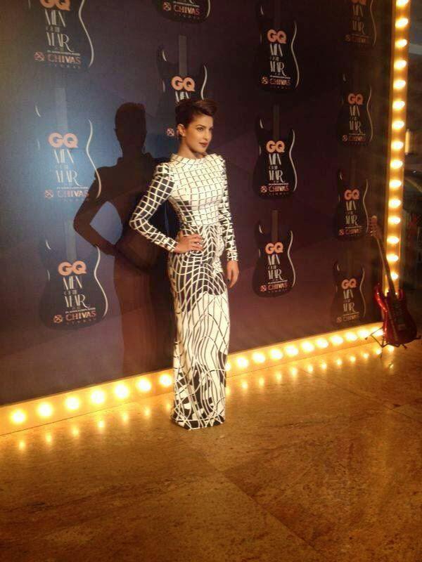 Stunning Priyanka Pose For Shutterbug Of GQ Men Of The Year Awards 2014