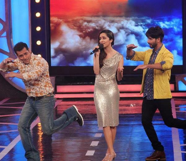 Shahid And Salman Perform A Dance Step On The Stage Of Bigg Boss Season 8