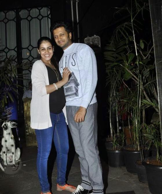 Genelia D'Souza Shows Off Her Baby Bump With Riteish Deshmukh