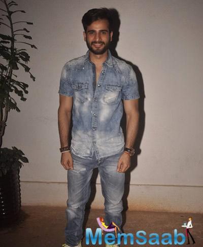 Karan Tacker Posed At The Special Screening Of Sonali Cable Movie