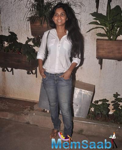 Usha Jadhav Smiling Pose During The Special Screening Of Sonali Cable Movie