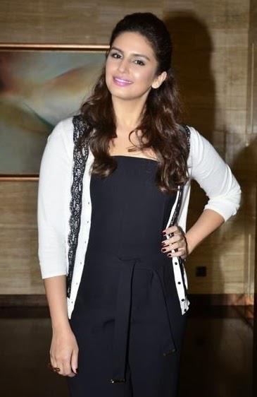 Huma Qureshi Looks Stunning At 16th Mumbai Film Festival 2014