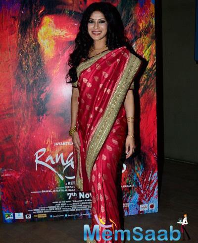 Nandana Sen Posing For Camera At Screening Of Rang Rasiya