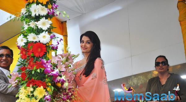 Aishwarya Rai Bachchan Inaugurates Kalyan Jewellers New Branch In Mumbai