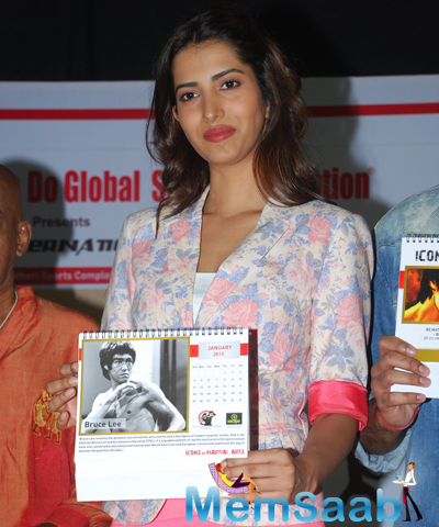 Manasvi Mamgai Shows The Calender During The Cheetah Meet For Birthday Of Bruce Lee