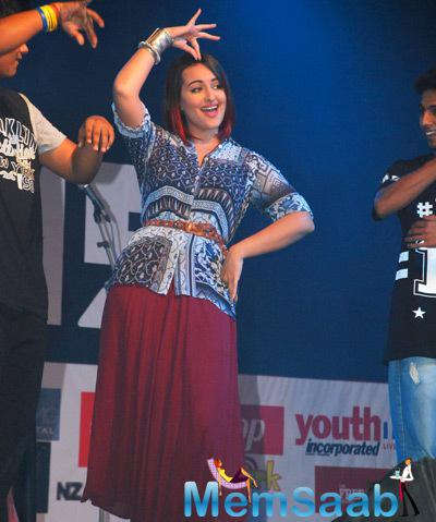 Sonakshi Sinha Wowed Her Fans As She Flaunted Her Desi Moves