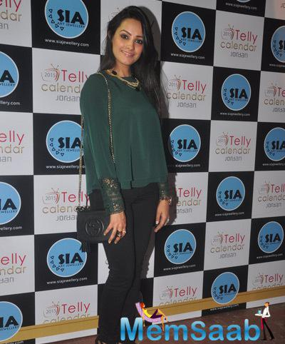 Anita Hasnandani Cool Pose At The Announcement Of Telly Calendar 2015 Girls