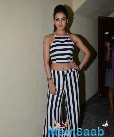 Sonal Chauhan Strikes A Pose During Screening Of Ugly At PVR In Juhu