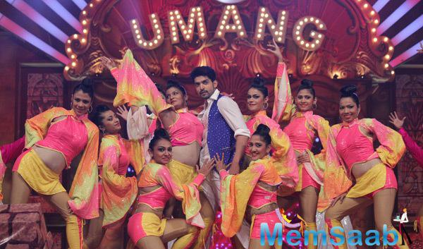 Gurmeet Choudhary Shakes His Legs At Umang Mumbai Police Show 2015