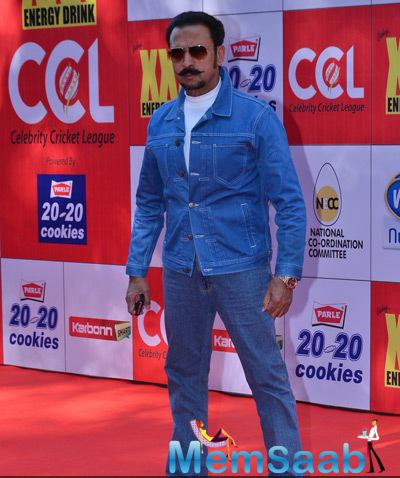 Gulshan Grover Posed At CCL Red Carpet 2015