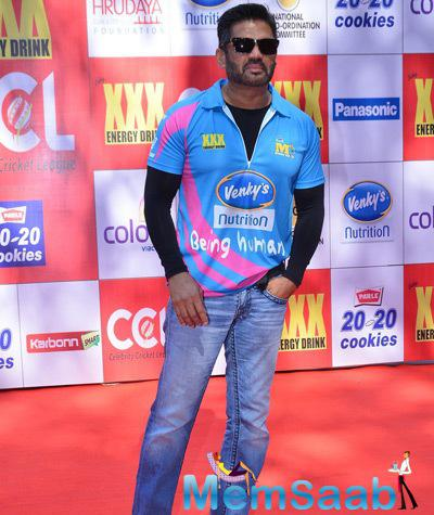 Sunil Shetty Cool Pose With Goggles At CCL Red Carpet 2015